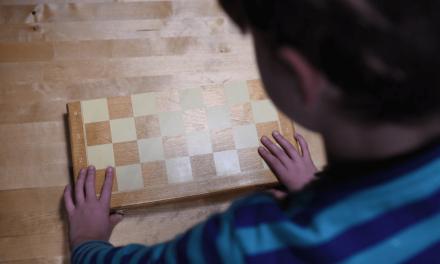 Jogo de tabuleiro clássico no desenvolvimento da coordenação motora